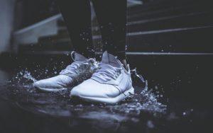 cách giặt giày nhanh khô vào mùa mưa
