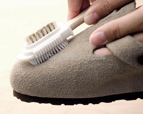 Các bước vệ sinh giày da lộn