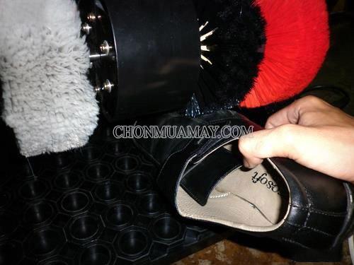 Quy trình làm sạch giày với máy chỉ từ 1 đến 2 phút