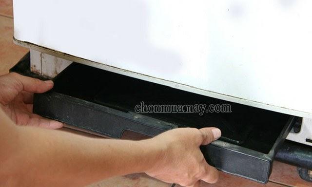 tủ lạnh bị chảy nước dưới gầm