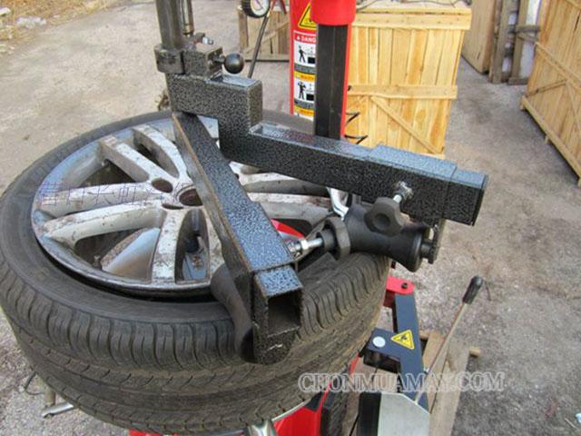 máy ra vào lốp cũ
